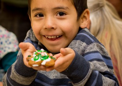cookie-decorating-kindergarten-14